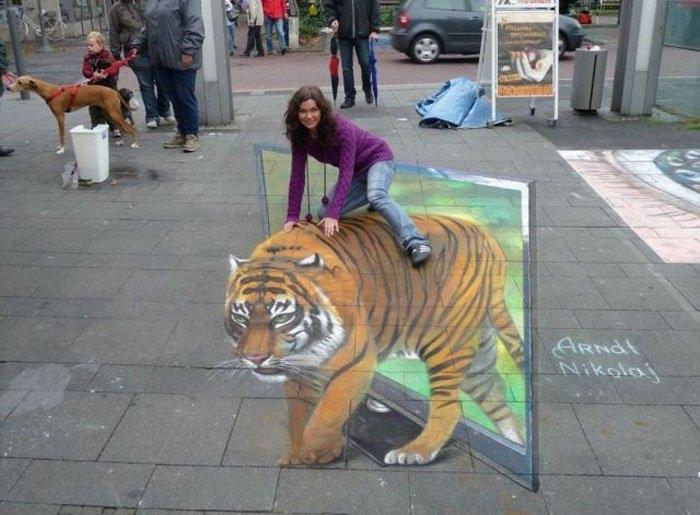 Обьёмный 3D тигр рисунок на асфальте